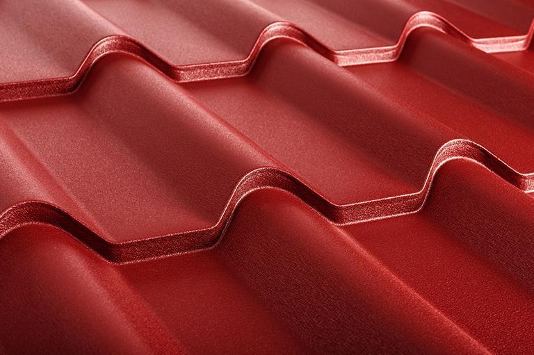 czerwone pokrycie dachowe